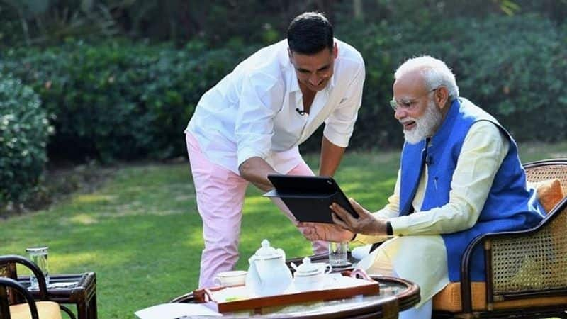 Akshay Kumar rocked pink pants in a viral video to interview Prime Minister Modi. Interestingly, he wore the same outfit for his author-wife's book launch. Lucky outfit, much?