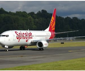 A SpiceJet technician died in plane while doing job i Kolkata Airpot