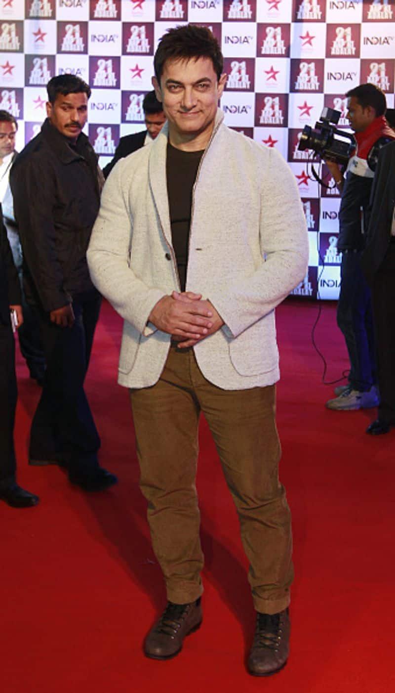 आमिर खान बॉलीवुड के मशहूर कलाकार हैं लेकिन उनकी हाइट सभी एक्टर्स से कम है। लेकिन किसी की हाइट से उनके टैलेंट को मापा नहीं जा सकता। बता दें आमिर की हाइट 5 फिट 5 इंच है।