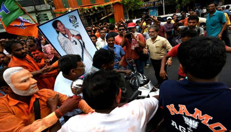<p>Following the murder, local TMC leaders reached Khan's house and urged the police for a thorough investigation.<br /> &nbsp;</p>