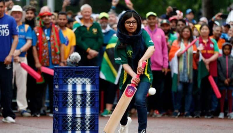 Malala Yousafzai plays cricket
