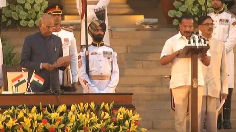 सदानंद गौड़ा डीवी सदानंद गौड़ा कर्नाटक बीजेपी के बड़े नेता हैं। उन्होंने बेंगलुरु उत्तर सीट से कांग्रेस के कृष्णा गौड़ा को हराया है। वह पिछली सरकार में कानून और रेल जैसे अहम मंत्रालयों में राज्यमंत्री के तौर पर काम कर चुके हैं।