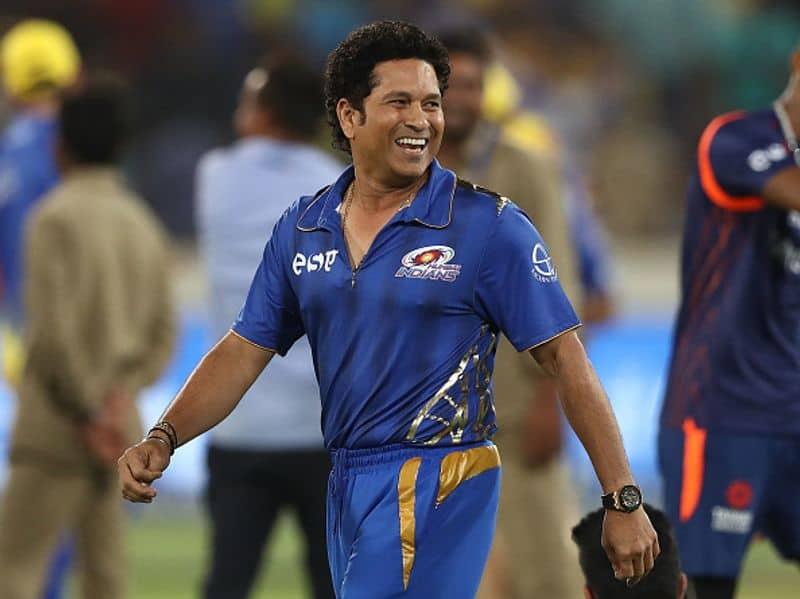 सचिन तेंदुलकर (भारत)। तेंदुलकर 2011 विश्व कप विजेता भारतीय टीम का हिस्सा थे।