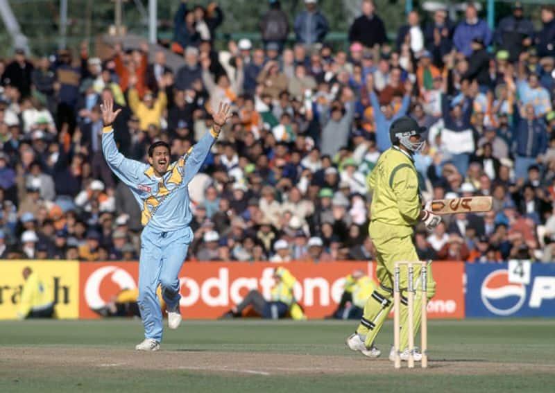 8 जून, 1999 को मैनचेस्टर के ओल्ड ट्रैफर्ज में भारत और पाकिस्तान के बीच खेले गए विश्वकप के सुपर सिक्स मुकाबले में पाकिस्तान के सकलैन मुश्ताक को शून्य पर एलबीडब्ल्यू आउट करने के बाद जश्न मनाते अनिल कुंबले। भारत ने यह मुकाबला 47 रन से जीता।