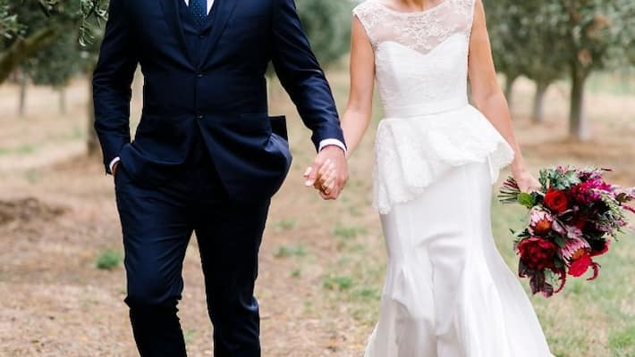 Woman plans a fake wedding for her best mate
