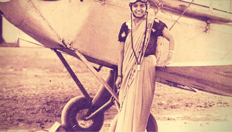 Sarla Thakral: First Indian woman to fly an aircraft  At just the young age of 21, Sarla Thakral was licensed to fly an aircraft! To her credit, she has a flying experience of one thousand flying hours!