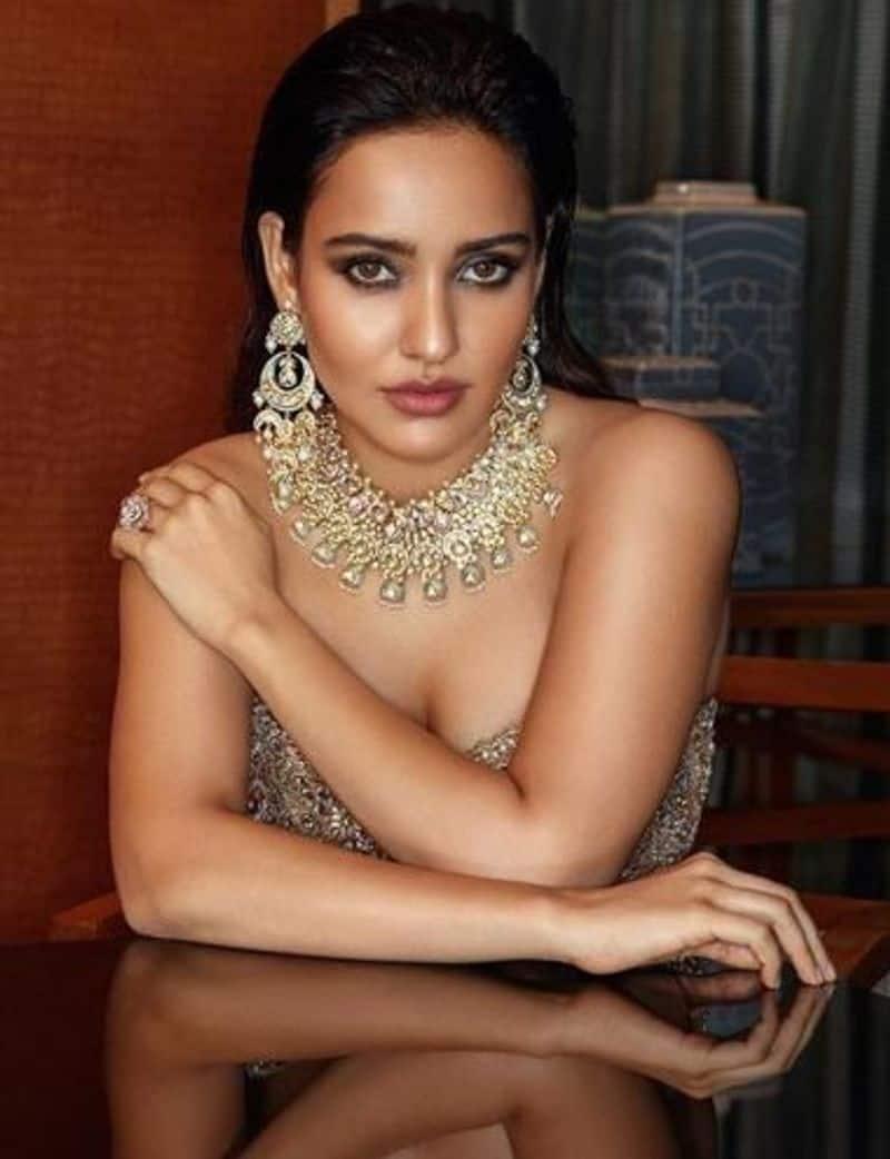 Bihari Girls neha sharma posted her new sexy and bold photos