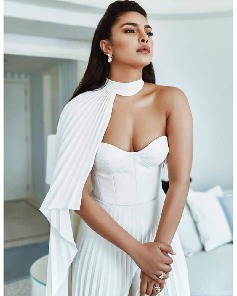 प्रियंका ने कहा कि 'मैं लॉस एंजेलिस को लंबे वक्त के लिए एक ऑप्शन देख रही हूं। फिलहाल मेरा मुंबई और न्यूयॉर्क में घर है।