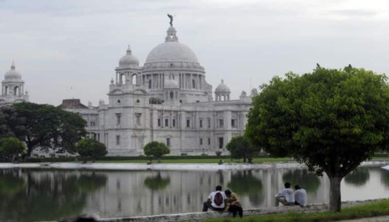 Kolkata or Calcutta is known as the cultural capital of India. The City of Joy houses largest number of colonial era structures and various tourist attractions in Kolkata including  Indian Museum, Marble Palace, Victoria Memorial, Kalighat Kali Temple and Birla Planetarium.