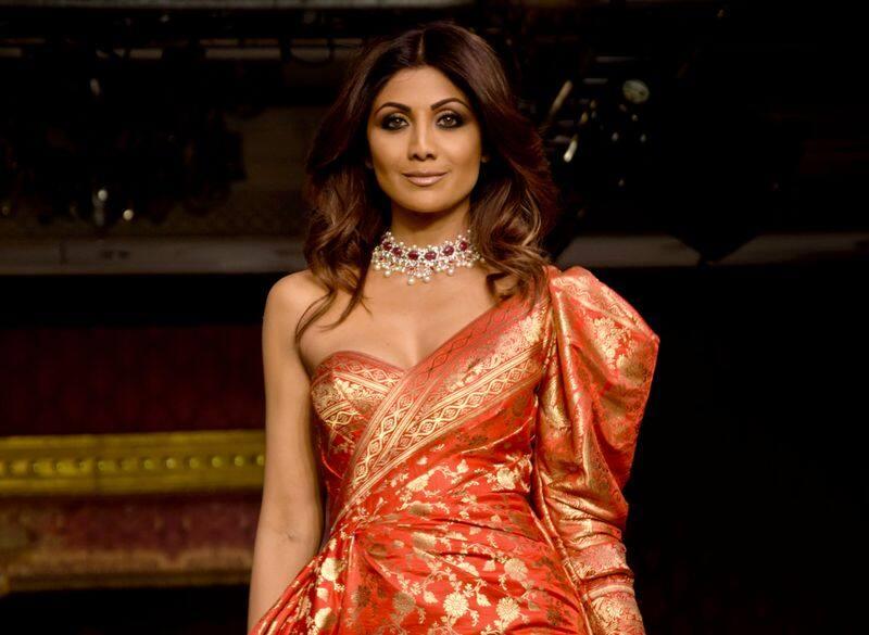 उन्होंने 1993 में शाहरुख खान की फिल्म बाजीगर से बॉलीवुड में अपने फिल्मी करियर की शुरुआत की थी।