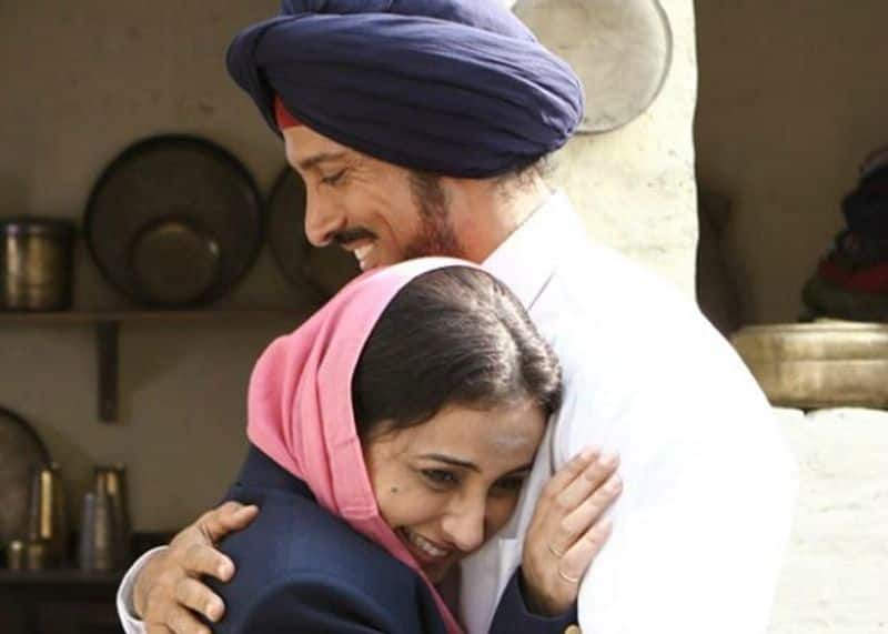 Farhan Akhtar – Divya Dutta (Bhaag Milkha Bhaag)  These two ace actors came together as brother and sister and gave some memorable performance. One of the scenes where Milkha Singh (Farhan Akhtar) gifts a pair of gold earrings to his didi (Divya Dutta ) was so real and believable that anyone can instantly connect to it.
