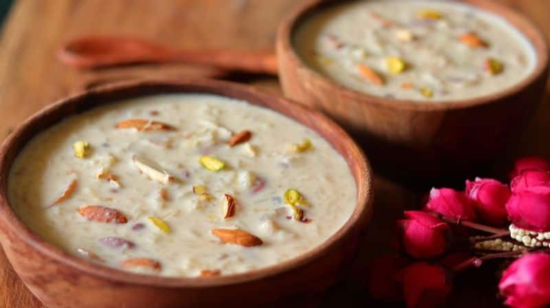 Kheer is another sweet dish made on Janmashtami. It is prepared using Jaggery, milk, sugar, dry fruits. The other three options you can use in Kheer are rice, lauki and vermicelli.