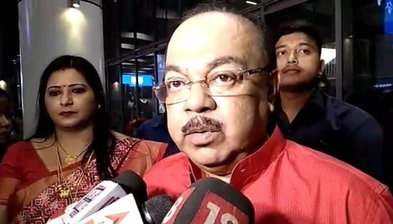 <p>Sovan Chatterjee and Baisakhi Banerjee took part in BJP's roadshow on Monday from Golpark to Salimpur in south Kolkata. Sovan repeatedly attacked the TMC in the roadshow.&nbsp;</p>