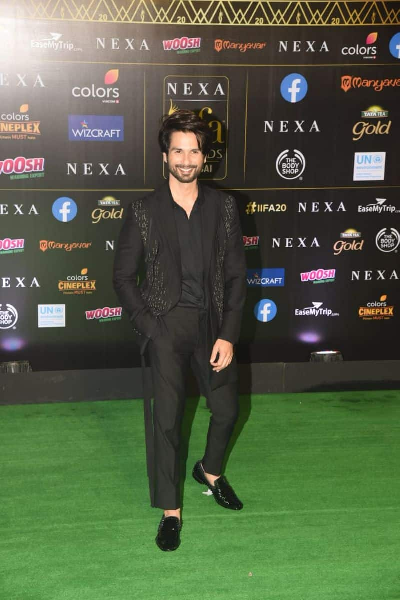 Shahid Kapoor was an ever-charmer in a metallic black suit.