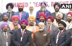 ह्यूस्टन में अमेरिका के सिख समुदाय ने पीएम मोदी से मुलाकात की, साथ ही पीएम मोदी से मांग की है कि दिल्ली के आईजीआई एयरपोर्ट का नाम बदलकर गुरु नानक देव इंटरनेशनल एयरपोर्ट रखा जाए।