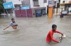 उत्तर प्रदेश के कई इलाकों में मूसलाधार बारिश का दौर जारी है। पिछले दो दिनों में उत्तर प्रदेश में हुई भयंकर बारिश के कारण अब तक करीब 79 लोगों की जान जा चुकी है।
