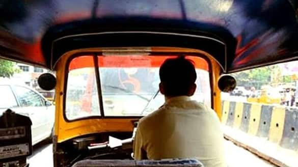 What is the realty in the news of new dress code for Kerala auto rickshaw drivers
