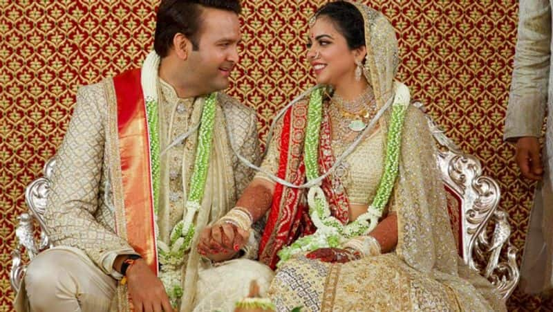 Isha Ambani – Anand Piramal: They tied-the-knot with Piramal scion Anand Piramal on December 12, 2018, in Mumbai. The couple got married in the presence of the who's who of the entertainment, business and political world at their home Antilia.