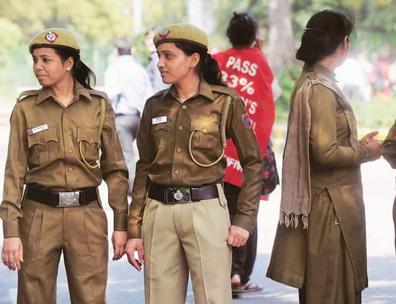 youth proposing women constable  for i love u frank show - boy getting injured by women police