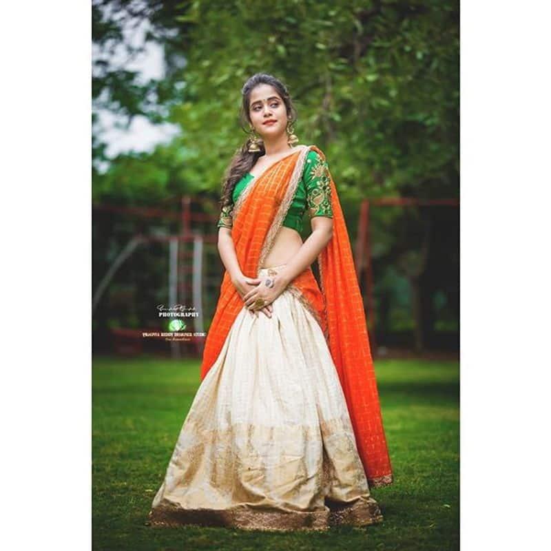 (Courtesy Instagram) (Photography By sandeep) సోషల్ మీడియాలో ఈ బ్యూటీకి ఫాలోయింగ్ మాములుగా లేదు.