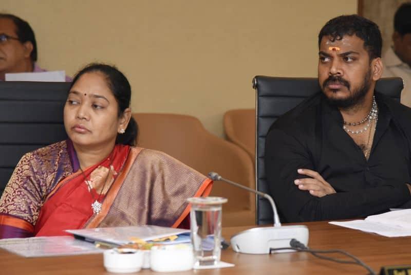 కేబినెట్  మీటింగ్ లో హోం మంత్రి, వ్యవసాయ మంత్రి అనిల్ కుమార్ యాదవ్