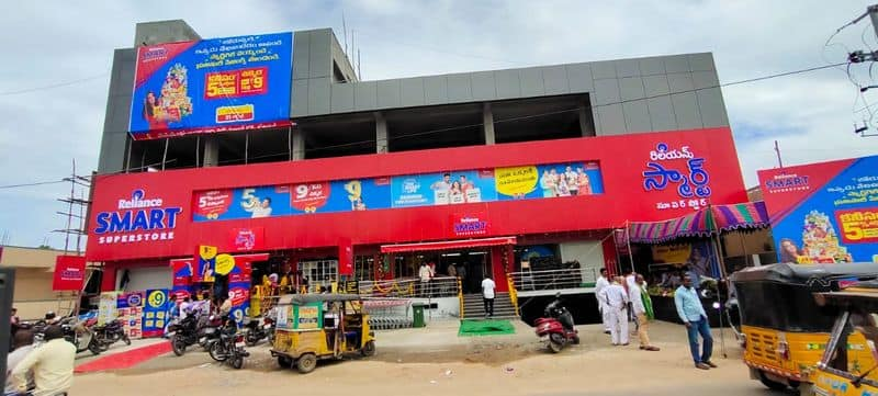 reliance opened its smart super store in hyderabad