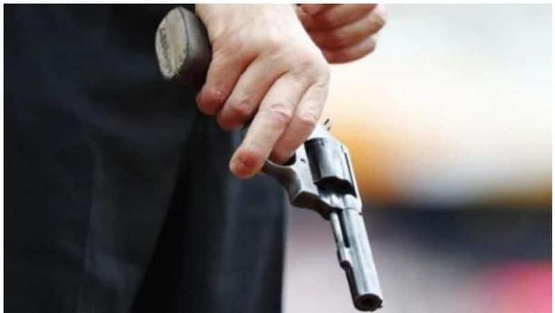 vijayawada police commissioner srinivasulu reacts home guard wife murder  akp