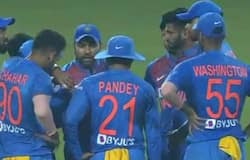 rohit sharma discuss with players
