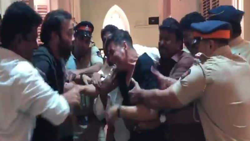 Akshay Kumar and Rohit shetty had fight on floor