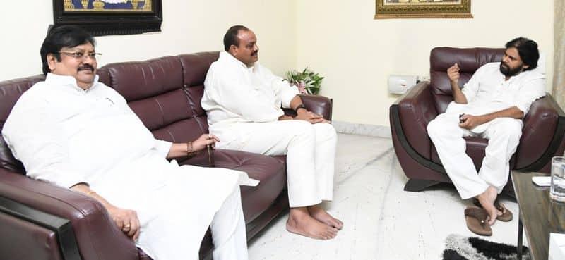 janasena chief pawan kalyan to support tdp chief chandrababu sand deeksha