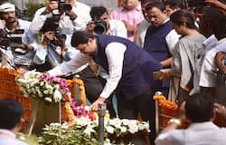 Hooting of Fadnavis who paid tribute to Balasaheb, slogans in support of Shiv Sena for CM post