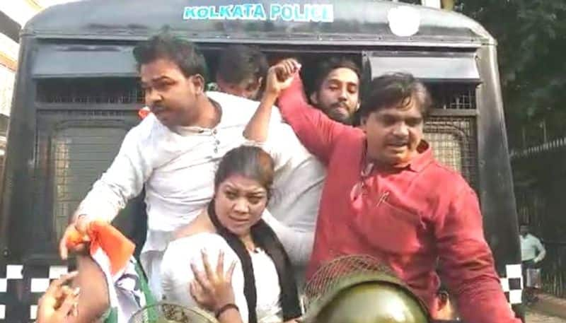 Congress agitated at Raj Bhawan on Bidhan Bhawan attack