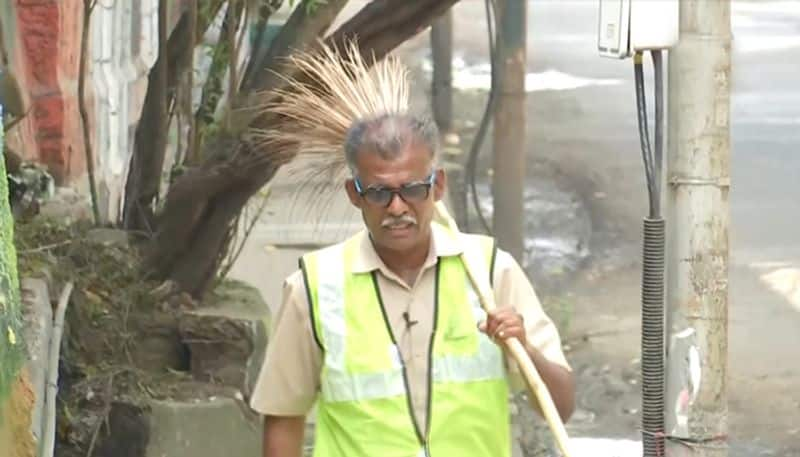 Pune sanitation worker spreads swachata mission by a song caught in viral video