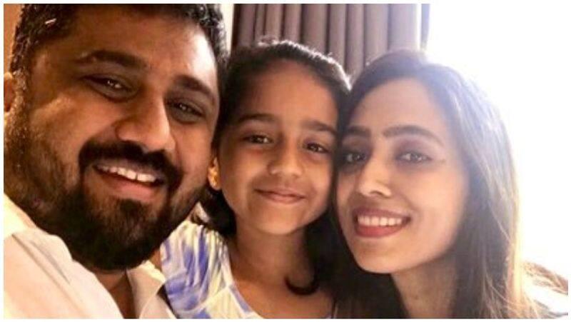 producer gnanavel raja wife attacks news channals