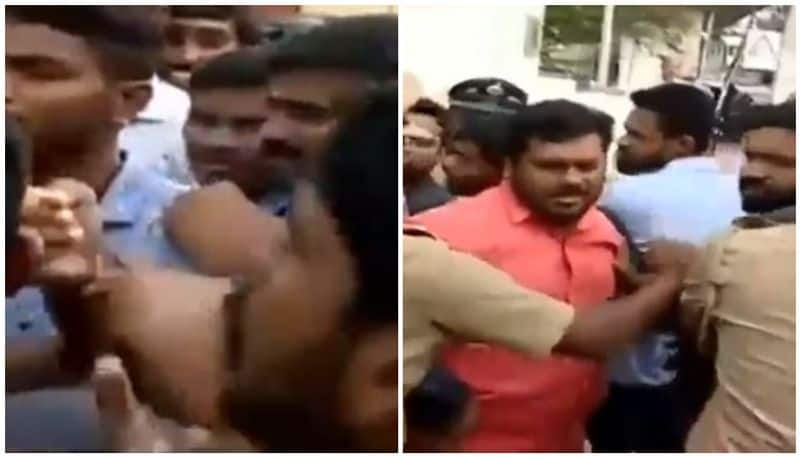 Wayanad student death due to snake bite; ksu protest at education minister office