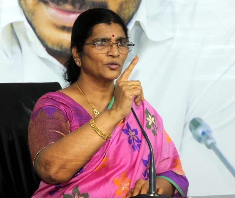 Lakshmi Parvathi pays tributes to NTR in Hyderabad lns