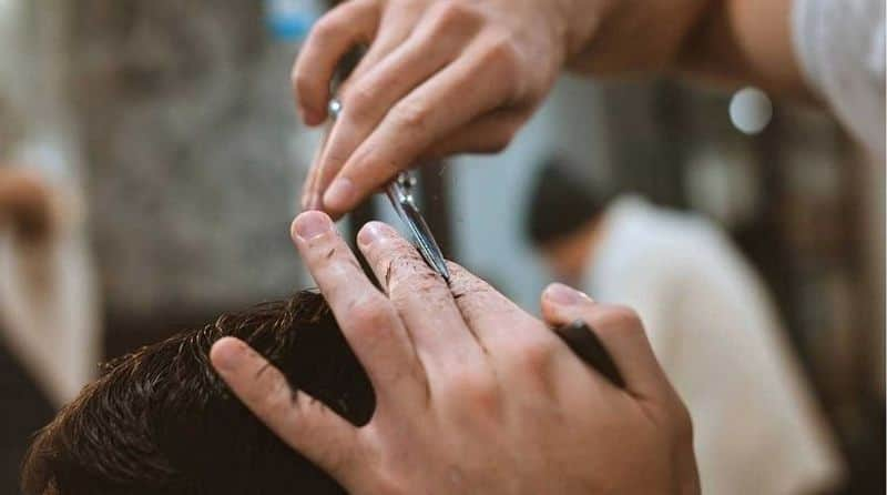 man jumps quarantine and gets haircut infects covid 19 to six
