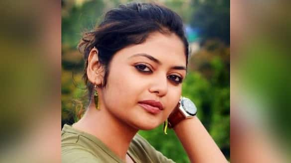 Netizens attack Saayoni Ghosh for her Facebook comment bsm