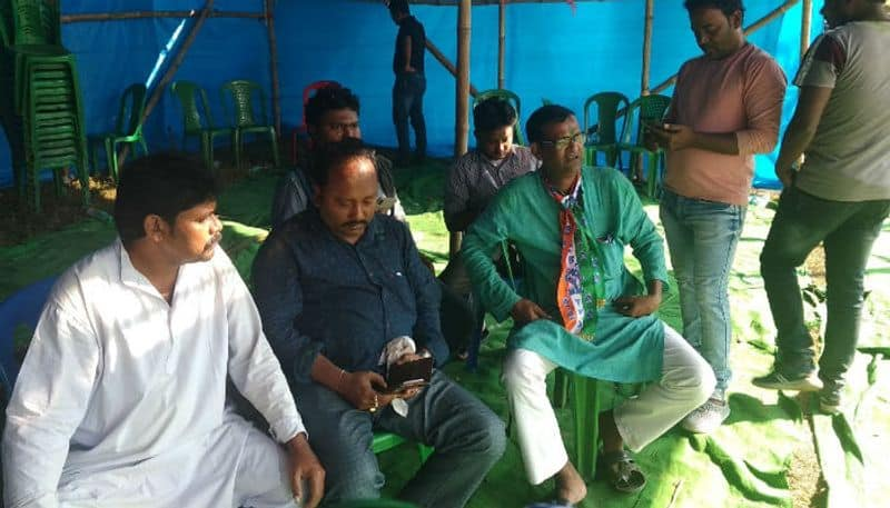 TMC leaders take advice from astrologer to win election at Kharagpur