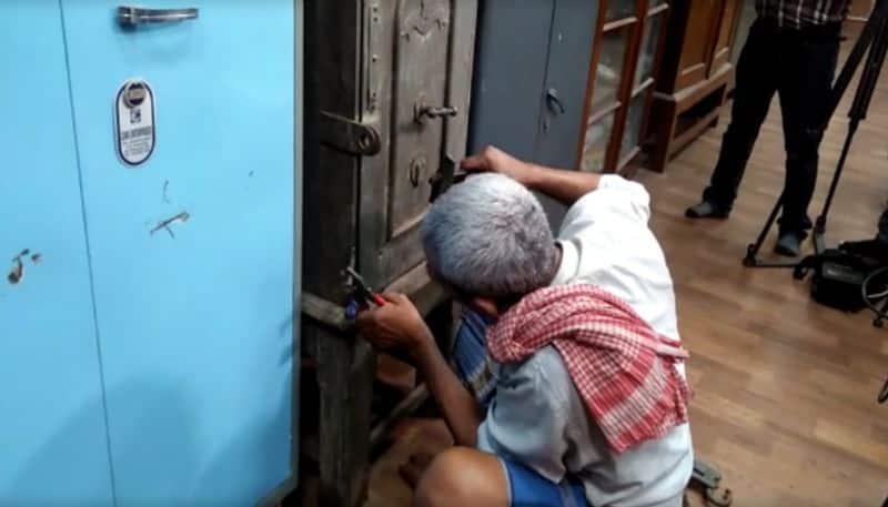 200 Years old locker found in Sanskrit University