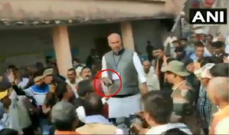 Jharkhand Assembly election: Congress leader brandishes gun during clash in Palamu