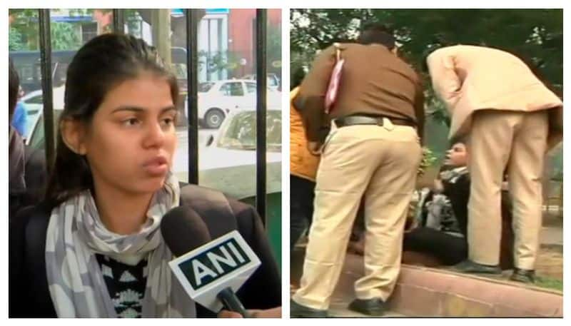 Delhi police accused of assaulting female protester against Hyderabad molestation