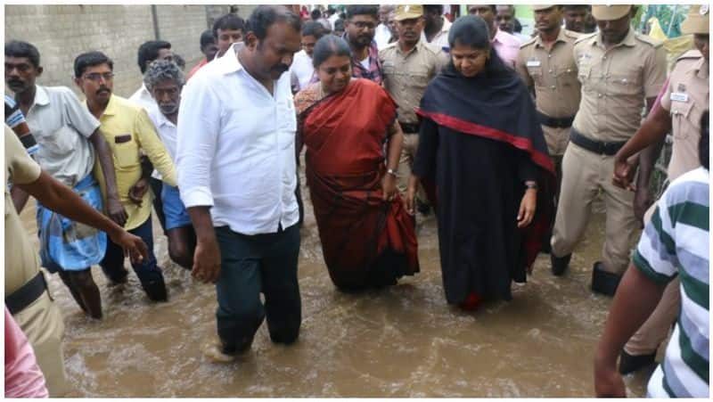 Kanimozhi into the water