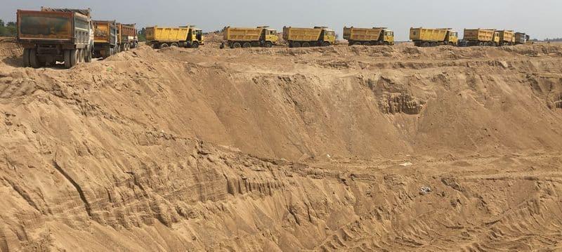 Illegal Sand Racket in Huvinagadagali in Ballari District