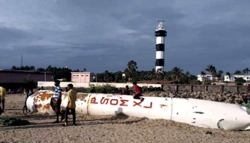 indian bslv rocket fall down in sea surface and strucking in fishing net