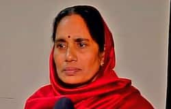 अनुपम खेर बोले, जोर से बोलो जय हो : हैदराबाद मामले में चारों आरोपियों के हुए एनकाउंटर पर अनुपम खेर ने ट्वीट करते हुए लिखा, 'महिला डॉक्टर के साथ हुई बर्बरता के चारों अपराधियों के एनकाउंटर के लिए तेलंगाना पुलिस को बधाई और जय हो। चलो! अब जितने भी लोगों ने ऐसा घिनौना अपराध करने वालों के ख़िलाफ़ आवाज़ उठाई थी और उनके लिए ख़तरनाक से ख़तरनाक सज़ा चाही थी, मेरे साथ ज़ोर से बोलो - #जयहो।'