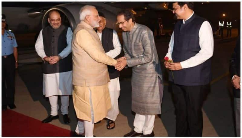 Maharastra chief minister welcoming pm modi