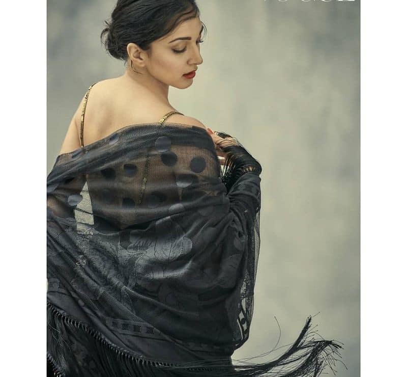 நச்சுன்னு ஒரு பேக் போஸ்