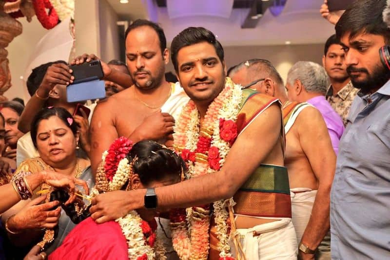 Comedy Actor Sathish,Sindhu Grand Wedding Finished Happily