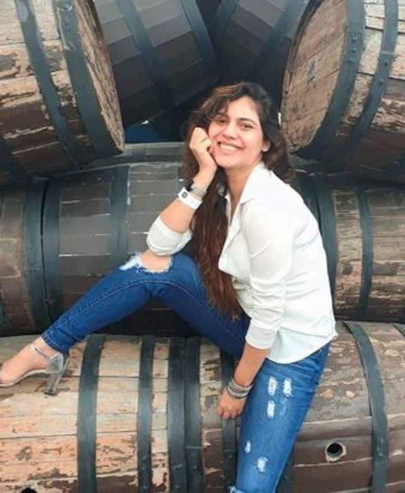 Actress Sherin Shringer Pink Saree Latest Photo Going Viral